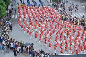 Hàng nghìn người về Hồ Gươm dự lễ hội đường phố