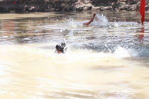 Nghệ An: Ba em nhỏ đuối nước thương tâm khi đi tắm khe