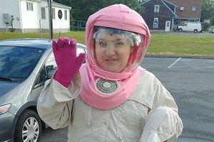 Bé gái 9 tuổi cả đời phải đội mũ bảo hiểm vì lý do không ai ngờ