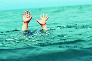 Đau lòng, đi tắm ở khe nước, 3 em nhỏ tử vong