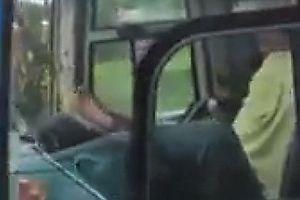 Sa thải tài xế dùng chân lái xe trên cao tốc Trung Lương