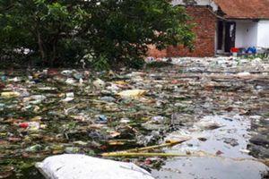 Hà Nội: Kinh hoàng 'biển rác' bủa vây người dân ngoại thành sau lũ