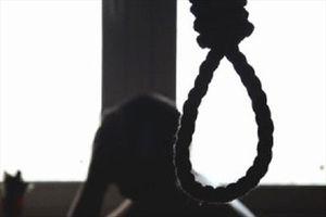 Phát hiện nữ giáo viên chết treo cổ trong chuồng gà lúc nửa đêm