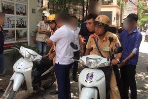 Thanh niên 'đầu trần' vận chuyển ma túy 'đá', vứt xe bỏ chạy khi gặp CSGT