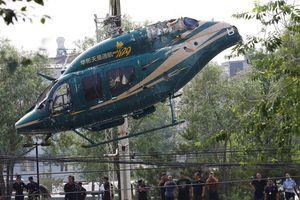 Trung Quốc: Trực thăng rơi xuống bãi đậu xe ở Bắc Kinh, 4 người nhập viện