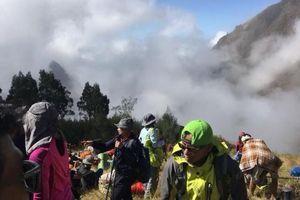 Gần 700 du khách bị mắc kẹt vì động đất trên đảo du lịch Indonesia