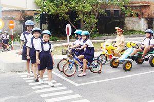 Hà Nội sẽ đưa vào giảng dạy bộ tài liệu 'giáo dục an toàn giao thông'