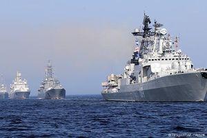 Tin thế giới 30/7: Nga khoe 40 tàu chiến, muốn bán vũ khí cho Việt Nam