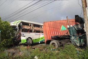 Tai nạn giao thông đặc biệt nghiêm trọng ở Quảng Nam làm 13 người chết