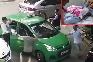 Khởi tố chủ xe Mercedes cầm gạch đập tài xế taxi phun máu
