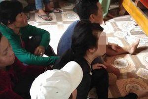 Vụ tai nạn ô tô thảm khốc ở Quảng Nam: Cô dâu khóc nghẹn bên linh cữu chú rể