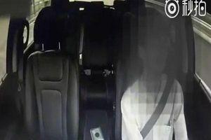 Đứng tim clip tài xế taxi ngủ gật gần 1 phút khi đang lái xe với tốc độ cao