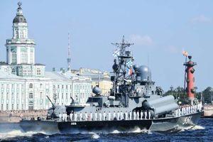 Ông Putin khen ngợi lực lượng hải quân, tuyên bố triển khai 26 tàu chiến mới
