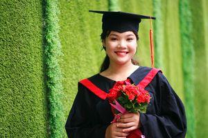Cô gái Tày 'đánh thức' bản làng đẹp mê ly để khởi nghiệp