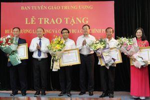 Trao tặng Huân chương Lao động và Cờ thi đua của Chính phủ cho các cá nhân, tập thể ngành Tuyên giáo