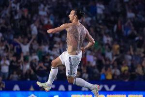 Ibrahimovic cởi phăng áo sau hat-trick lội ngược dòng cho LA Galaxy