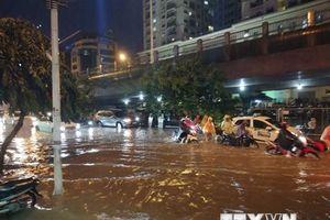 Hình ảnh Hà Nội ngập úng và ách tắc giao thông sau cơn mưa lớn