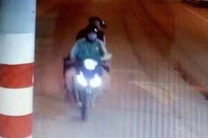 Camera ghi hình tài xế Grab chở 2 thanh niên trước khi bị sát hại
