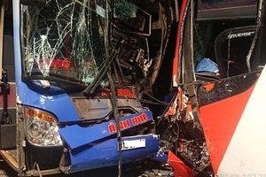 Tiếp tục xảy ra tai nạn ở Quảng Nam, hai xe khách bị đâm biến dạng