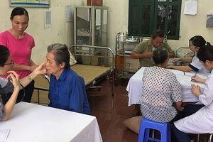 Khám, tư vấn chăm sóc sức khỏe cho đồng bào dân tộc miền núi Thủ đô