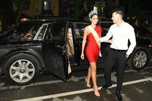 Nam vương Ngọc Tình đi xe bạc tỷ đón Hoa hậu Quốc tế lúc nửa đêm