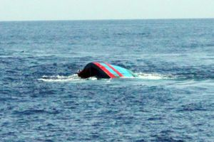 Tìm kiếm một thuyền viên mất tích trong đêm khi đang đánh cá trên biển