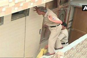 Phát hiện 7 thi thể trong một ngôi nhà, nghi tự tử tập thể