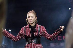 Fan Dara (2NE1) 'nổi trận lôi đình' khi thần tượng bị khán giả xô đẩy không thương tiếc