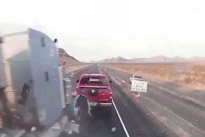 Tài xế ngủ gật tông hàng loạt xe đỗ bên đường cao tốc Mỹ khiến 2 người chết
