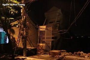 Dân Hòa Bình bất lực nhìn nhà cửa, tài sản đổ nhào xuống sông Đà