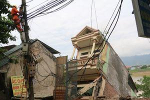 Hòa Bình: 'Hà bá nuốt nhà', hơn 100 người dân phải sơ tán