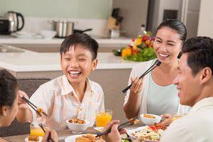 6 bí quyết dạy con về cách cư xử trong bữa ăn gia đình