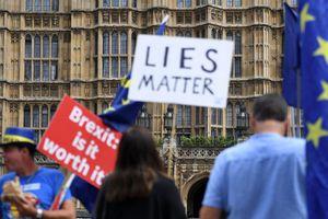 Dư luận Anh chia rẽ về Brexit: 50% đòi tổ chức trưng cầu lại
