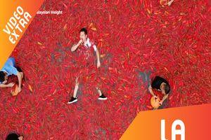 Cuộc thi ăn cay, ngâm mình trong hồ ớt ở Trung Quốc