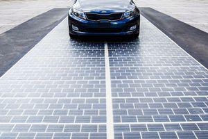 Mỹ xây cao tốc trải pin năng lượng mặt trời đầu tiên