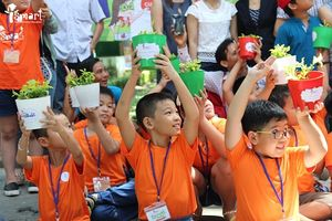 Học sinh Hà Nội tuyên truyền bảo vệ nguồn nước sạch