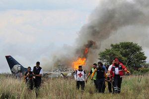 Hiện trường vụ máy bay chở 101 người rơi ở Mexico