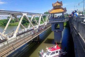 Huế: Cha làm thủ tục nhập viện, con gái bỏ ra sông Hương tự tử