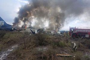 Hiện trường máy bay chở 101 người rơi ở Mexico, hơn 80 hành khách bị thương