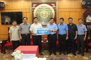 Lãnh đạo quận Hai Bà Trưng đến thăm, hỗ trợ huyện Chương Mỹ 500 triệu đồng