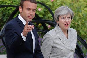 Thủ tướng Anh rút ngắn kỳ nghỉ phép để thuyết phục Tổng thống Pháp về vấn đề Brexit