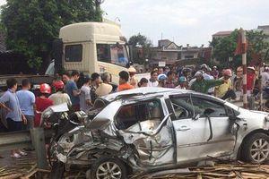 Nam Định: Băng qua đường sắt, ô tô va chạm với tàu hỏa khiến 4 người thương vong