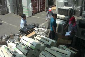 Loạt container hàng cấm tiền tỷ đội lốt 'rổ nhựa'