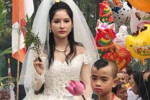 Cư dân mạng bất bình trước hình tượng Phật Quán Thế Âm…mặc váy cưới