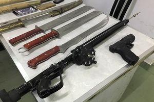 60 thanh niên thanh toán nhau bằng súng, bom xăng như 'phim hành động'