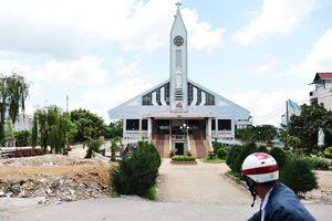 'Thần đèn' nâng nhà thờ nặng hơn 5.500 tấn lên cao 2m ở Sài Gòn