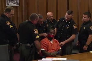 Mỹ: Chủ tọa yêu cầu dán miệng của nghi phạm vì nói quá nhiều