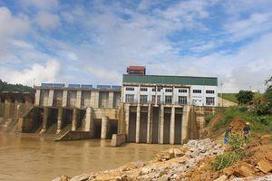 Công ty thủy điện hỗ trợ 100 triệu đồng cho nhà dân bị sạt lở do xả tràn