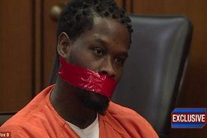 Tên cướp bị bịt miệng khi xét xử vì lắm mồm
