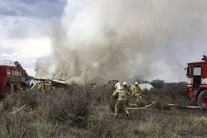 Máy bay chở 100 người bị rơi ở Mexico